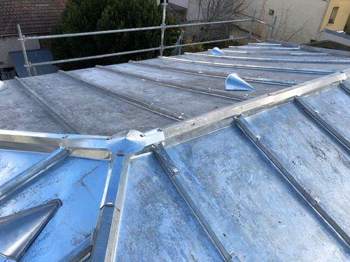 cr ation de toiture zinc toiture zinc et zinguerie cap habitat. Black Bedroom Furniture Sets. Home Design Ideas
