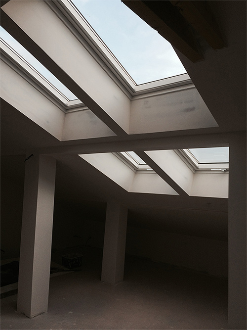 Pose de fen�tre de toit VELUX finition Whitefinish