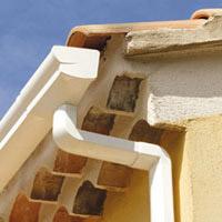 pose lambris pvc goutti re cheneaux et dessous de toit cap habitat. Black Bedroom Furniture Sets. Home Design Ideas